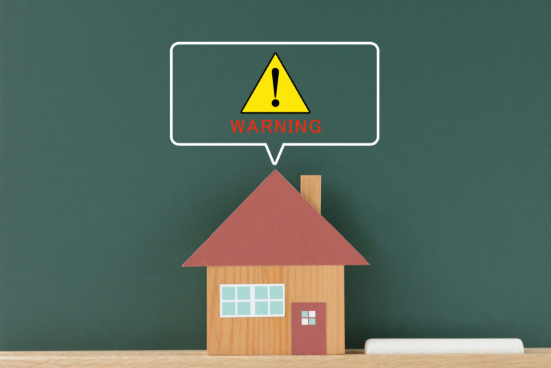 老人ホーム 面会‐住宅と警告サイン