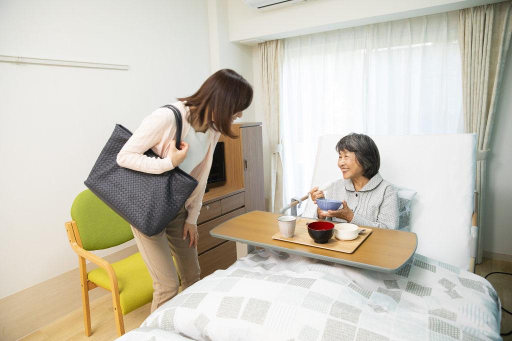老人ホーム 面会‐老人ホームへ面会に来る娘