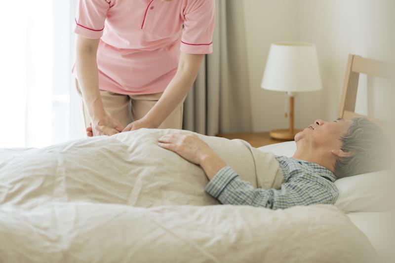 在宅介護 問題点-ベットで寝ている要介護者