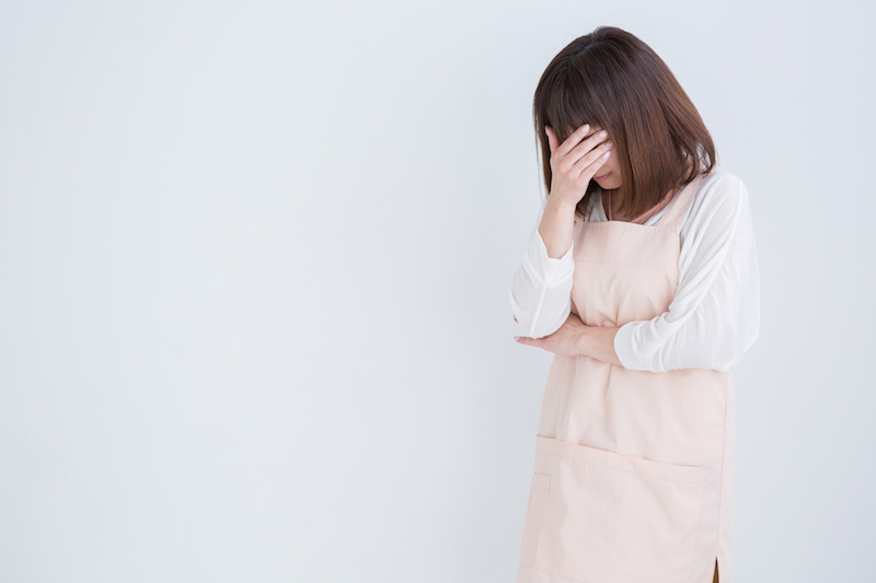 在宅介護 限界-介護に限界を感じている女性