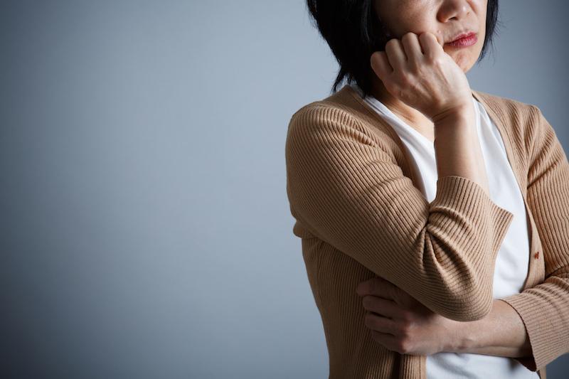 介護施設 集団感染-介護ストレスに悩む女性