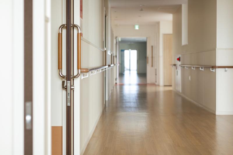 介護崩壊 日本-介護施設の廊下