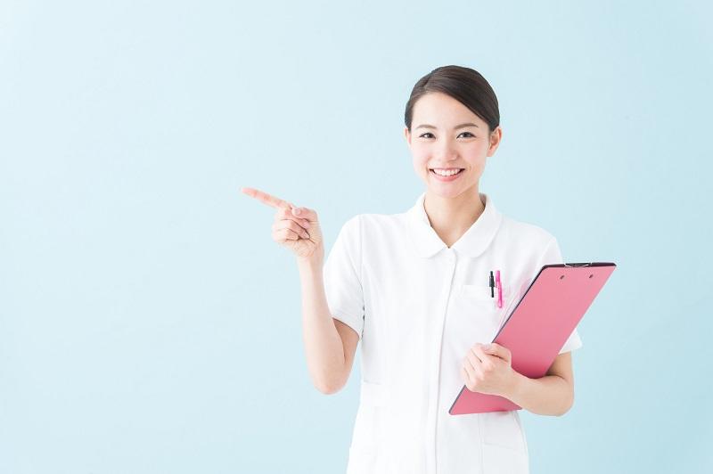 胃ろう デメリット-解説する看護師