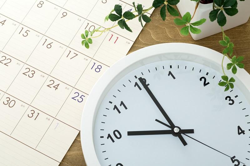 ダブルケアの経験談-カレンダーと時計