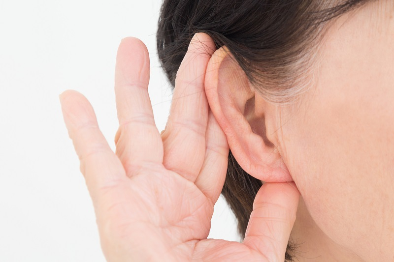 老人性難聴の特徴-耳と手