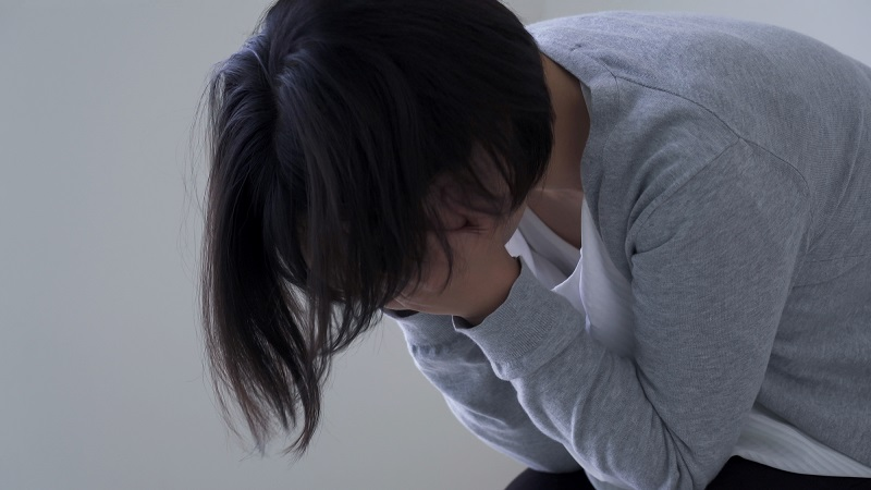 介護 アンガーマネジメント-落ち込む女性